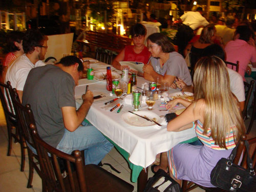 trem bão ilustrado foto pizzaria Donna Margherita, Iriam, Begê, Diane, Regis Luís, Ryot, Ila Fox, Ricbit